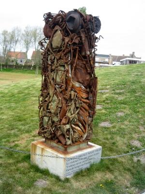 Monument bij de IJzertoren