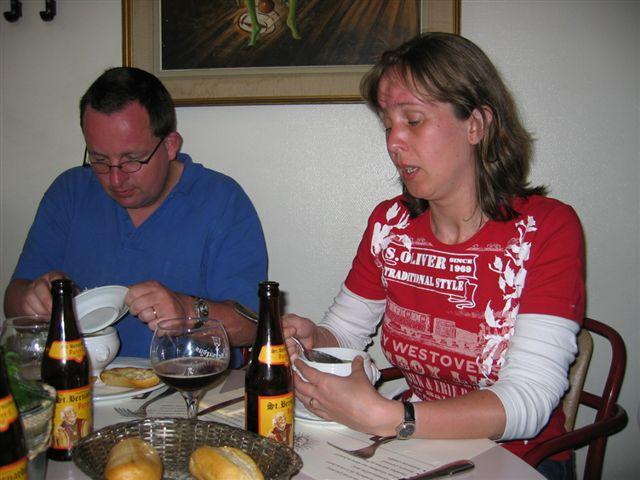 Kim en Richard in restaurant