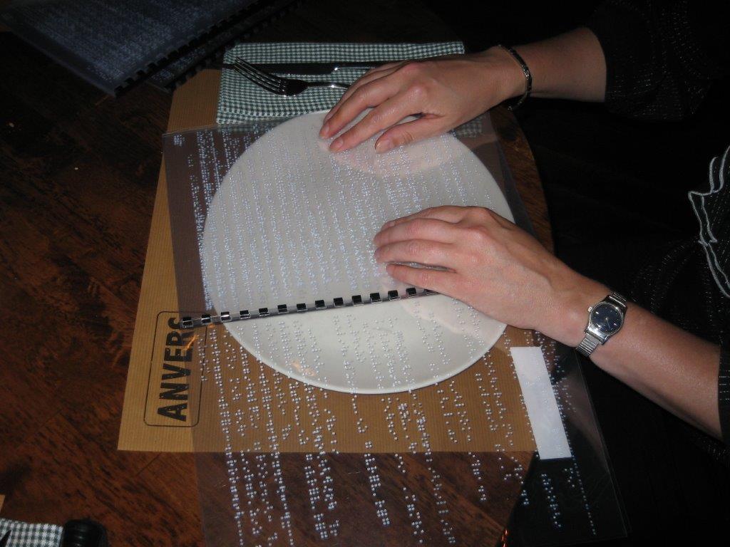 Menukaart in braille lezen