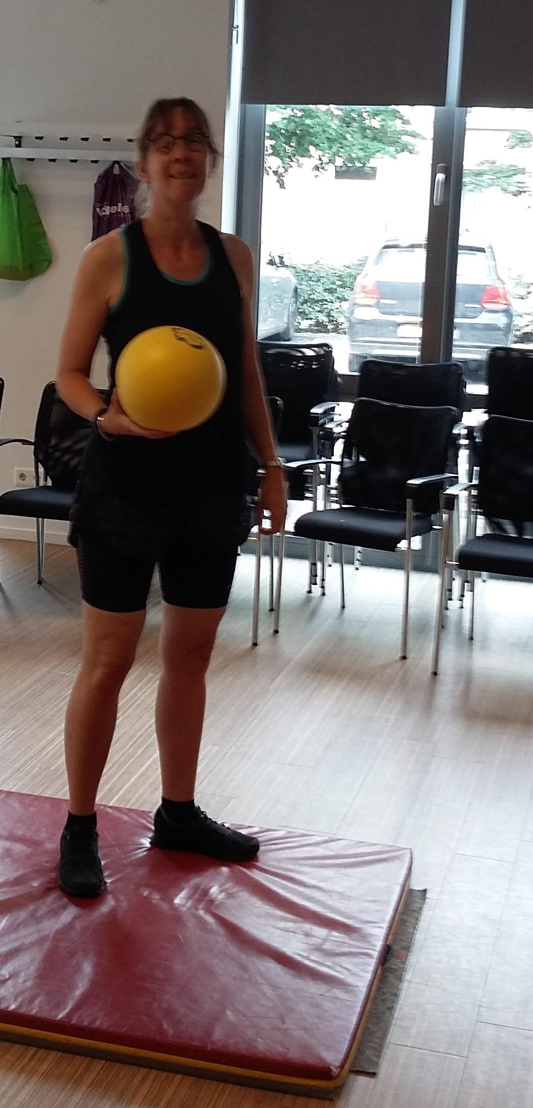 Kim bezig met balspellen