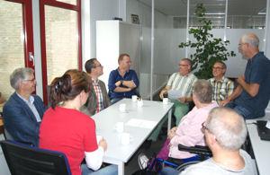 Wethouder in gesprek met de werkgroep